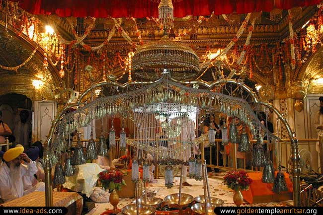 Jalao In Golden Temple Amritsar Jewellery Display In Golden Temple